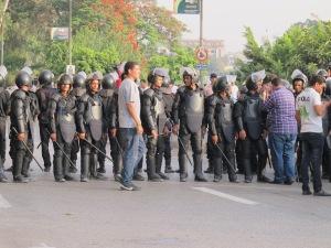 Polizia egiziana in assetto antisommossa